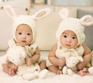 capsule-wardrobe-twins