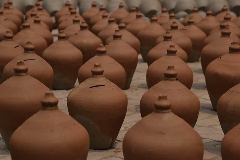 clay-water-jugs