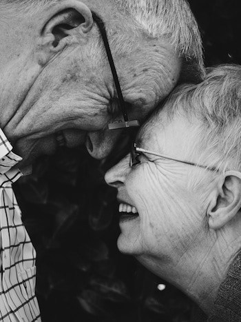 A Minimalist Approach to Mature Dating (or, Swiping Right for Over 50s)